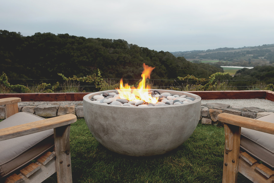 Outdoor living outdoor fireplace outdoor kitchens for Eldorado stone fire bowl